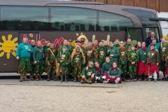 Gruppenbild Schanzenbergweiber & Domänenwaldgeister vor dem Bus in Oberkirch
